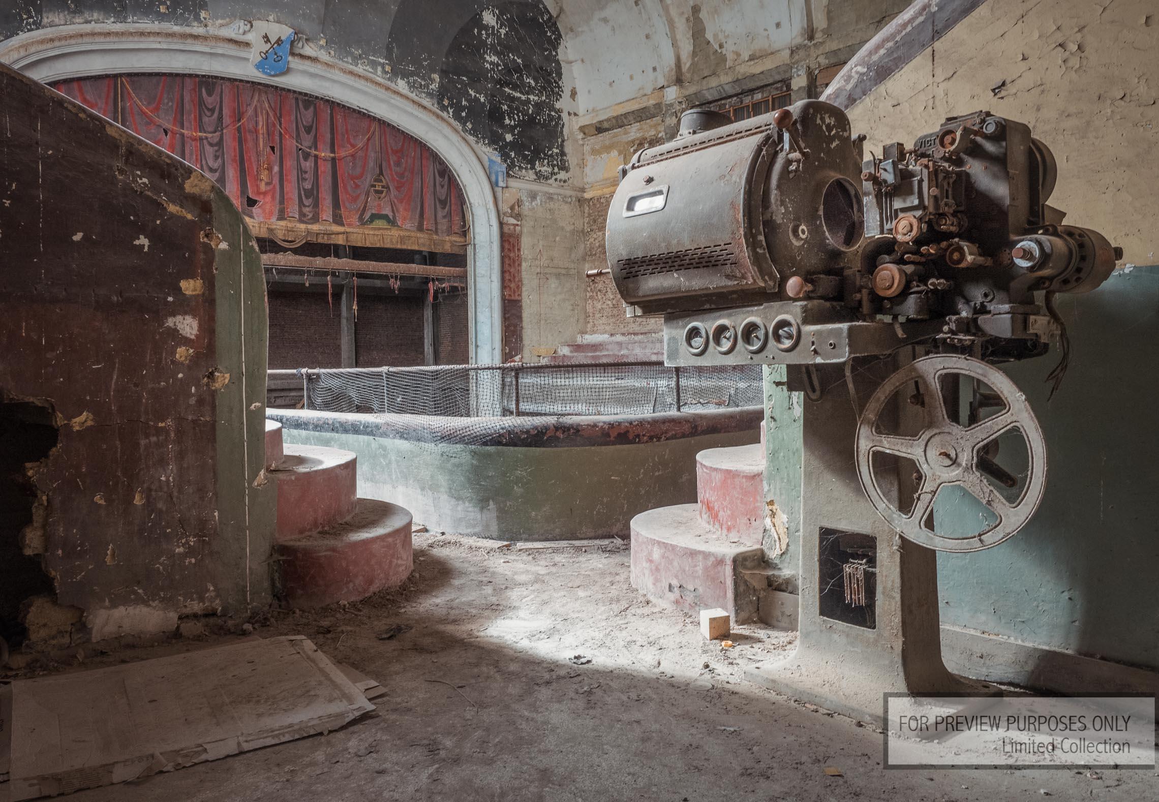 Fine art, wall decorations , muurdecoratie, schilderij, urban art, abandoned theater